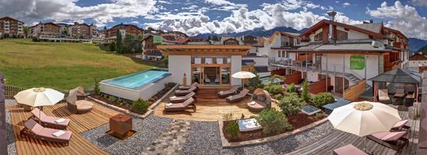 Infinity.Pool Hotel