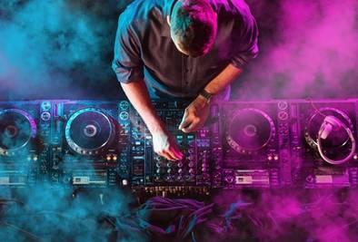 DJ in Diskothek